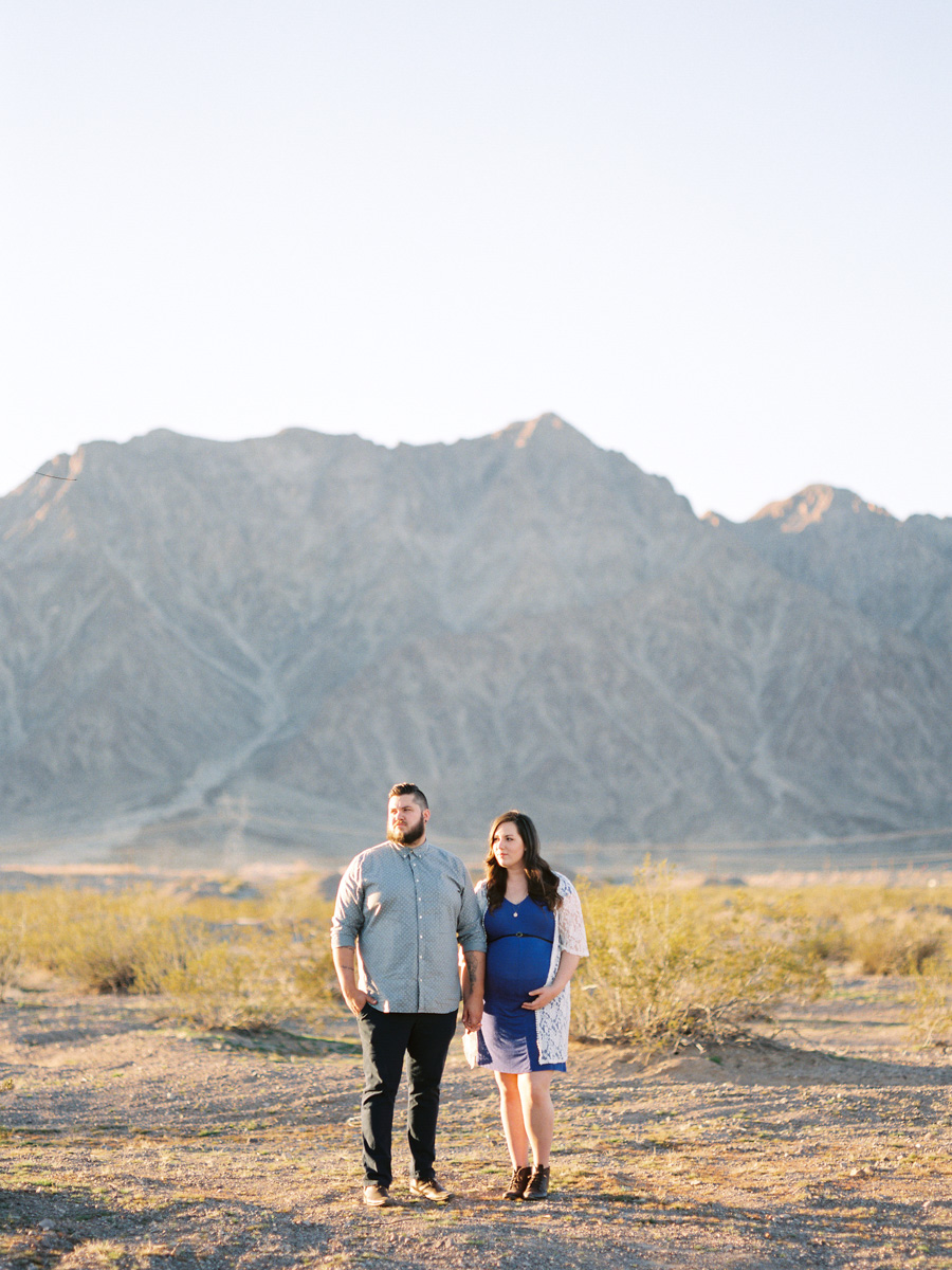 Las Vegas, Nevada | Desert Film Maternity Photography | Husband and Wife Team | Kelsey & Nate | kelseyandnate.com
