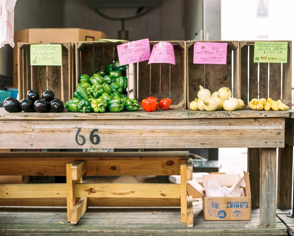 Downtown Lynchburg Community Market | Farmer's Market | Lynchburg Virginia Photographer | Kelsey & Nate | kelseyandnate.com