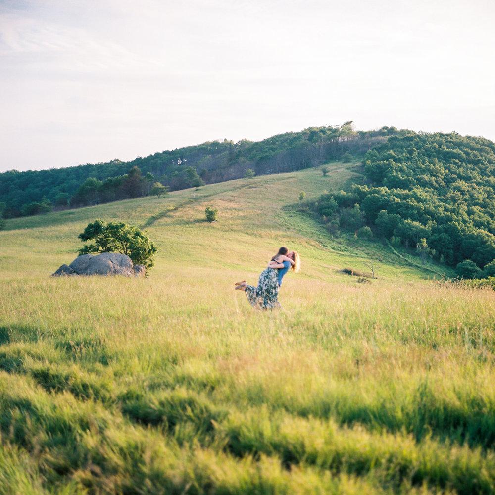 Blue-ridge-mountains-film-wedding-charlottesville-photographer-17.jpg
