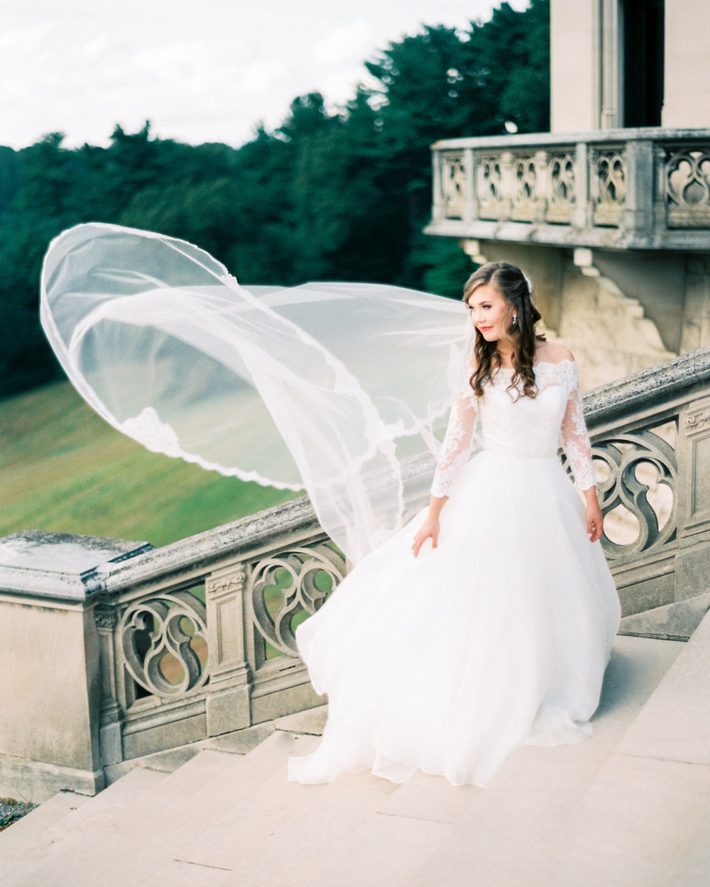 timeless-classy-cathedral-veil-bridal-session-biltmore-north-carolina-wedding-film-photographer-1.jpg