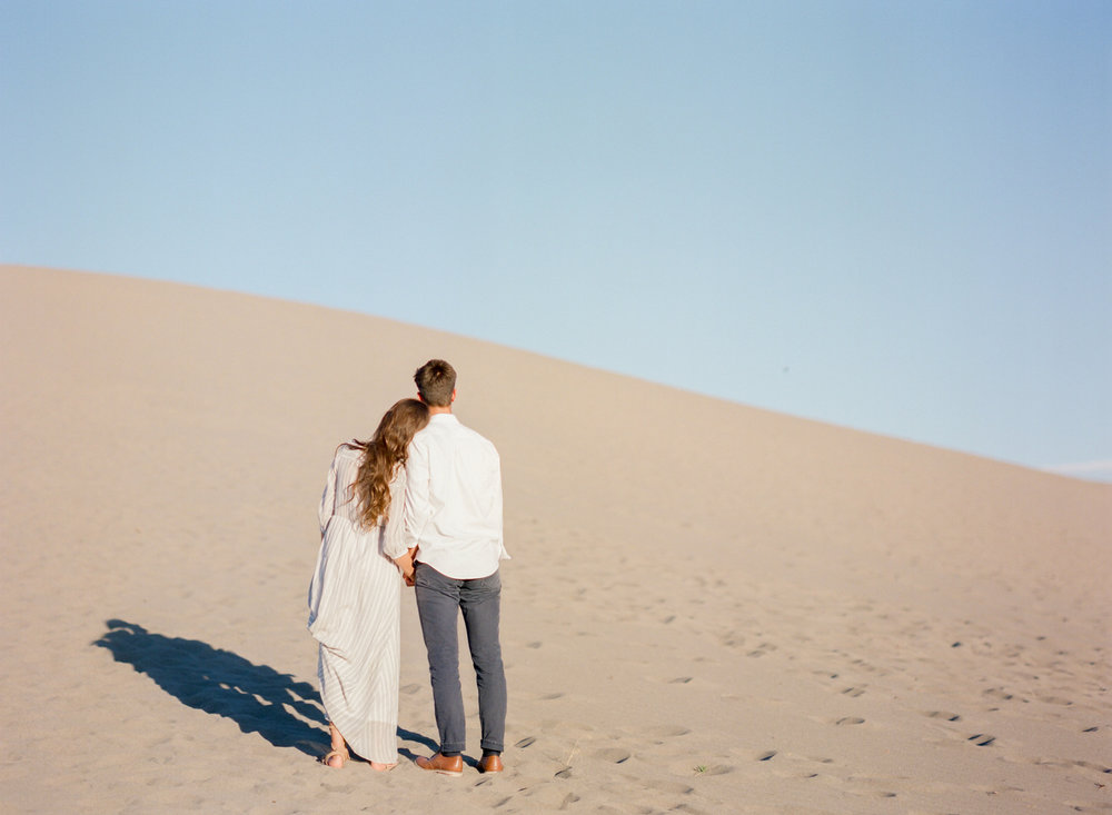 charlotte-charleston-wedding-family-film-destination-photographer-bruneau-sand-dunes-boise-idaho-12.jpg