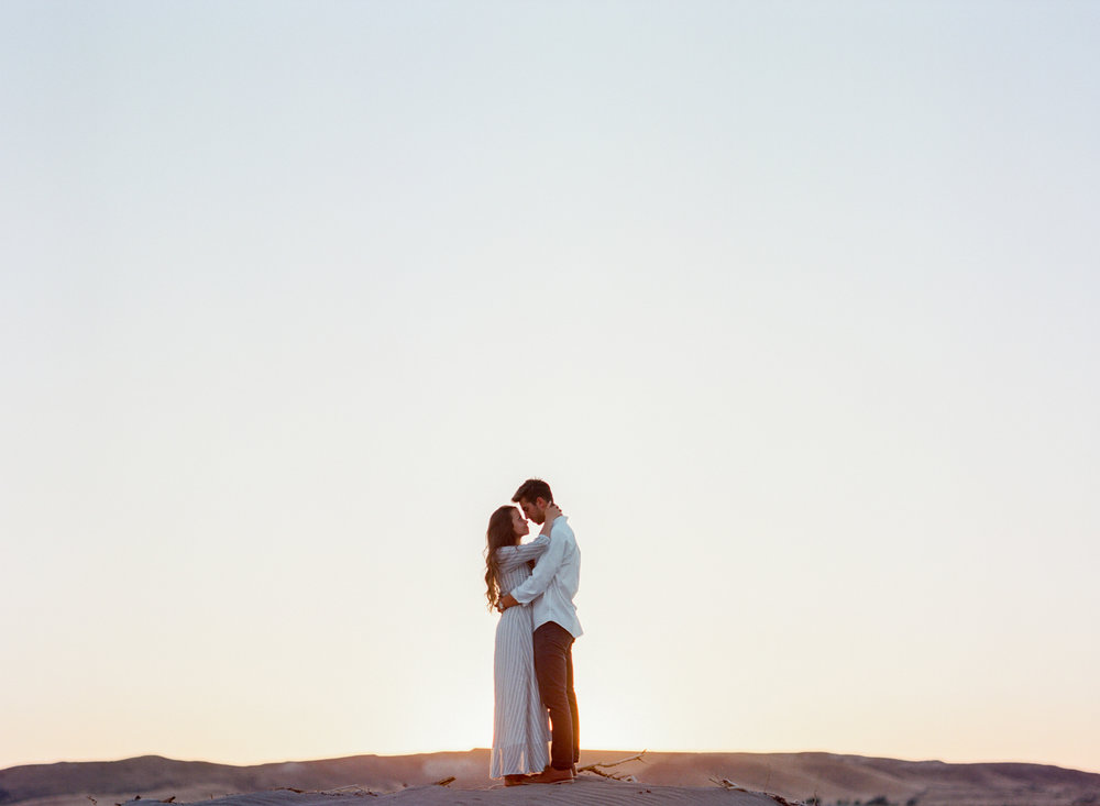 charlotte-charleston-wedding-family-film-destination-photographer-bruneau-sand-dunes-boise-idaho-23.jpg