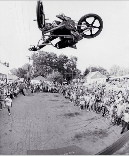Dizz Hicks roasting a timeless flattie a couple of decades ago. Poached from  Bicycle Union .