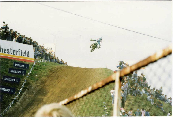 Ron 'The Dogger' Lechien floating a no footer in the good ole days.