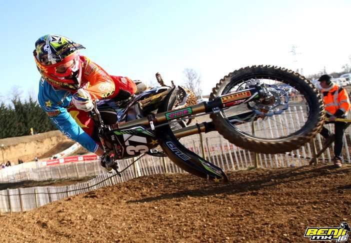 Love a good scrub! Check how close the front fender is to the ground. Yikes.