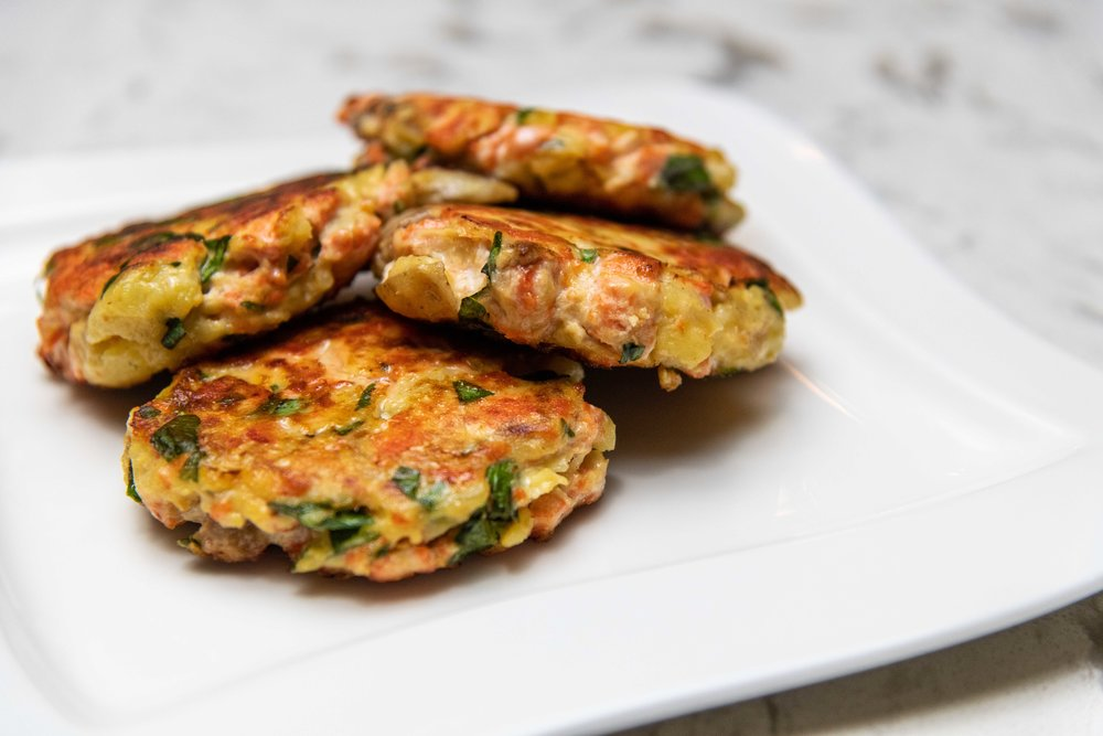 Salmon and basil fish cakes -