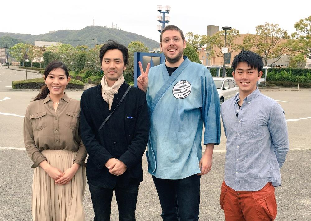 The hosts of 'Asagohan tabeta?' with MMTV's cameraman & Pyke. 「朝ごはん食べた?」のアナウンサーの二人とマンマミマTVのカメラマンとパイクです。