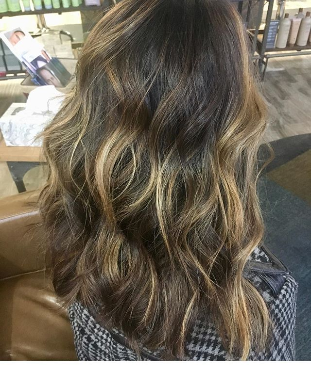 Check out this #balayage done @katieb.hair last week! Can you say amazing?! If you haven't already call to make sure you have your spot with her before the holiday! 612 721 1518! #riverstonesalonandwellness #redkenshadeseq #redken #mplshair #mplshairstylist