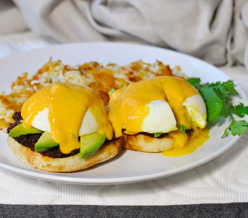 Southwestern Eggs Benedict | coupleinthekitchen.com
