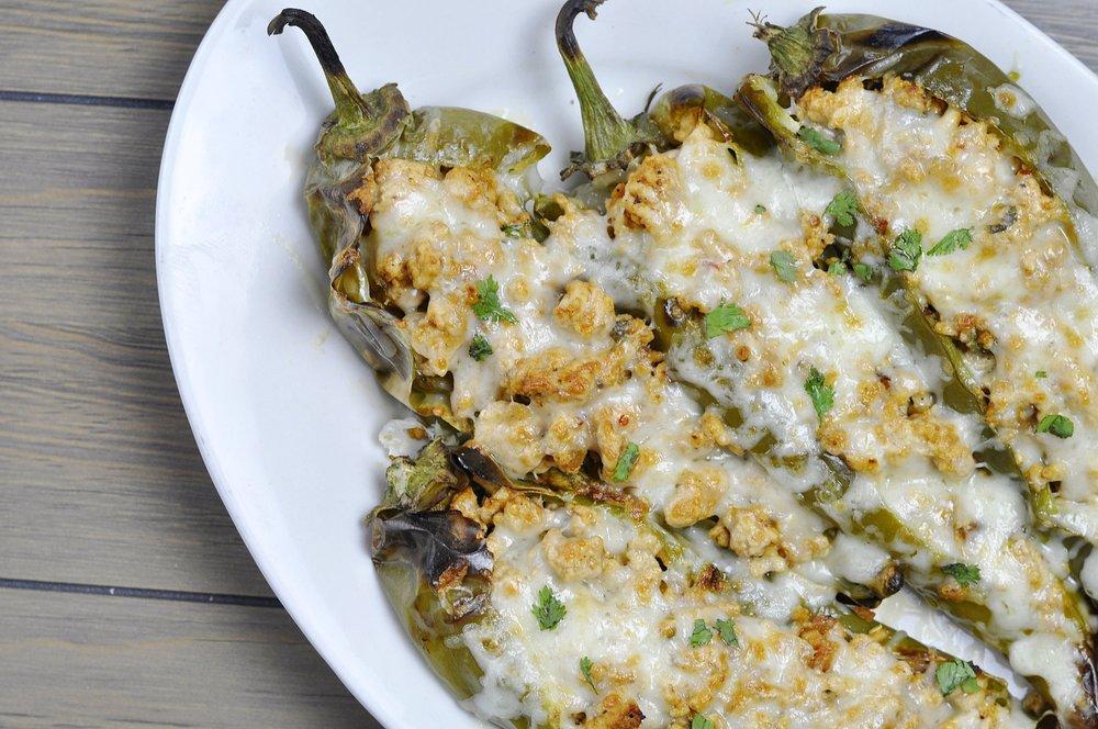 Stuffed Hatch Chile Recipe | 21 Day Fix Meal | coupleinthekitchen.com