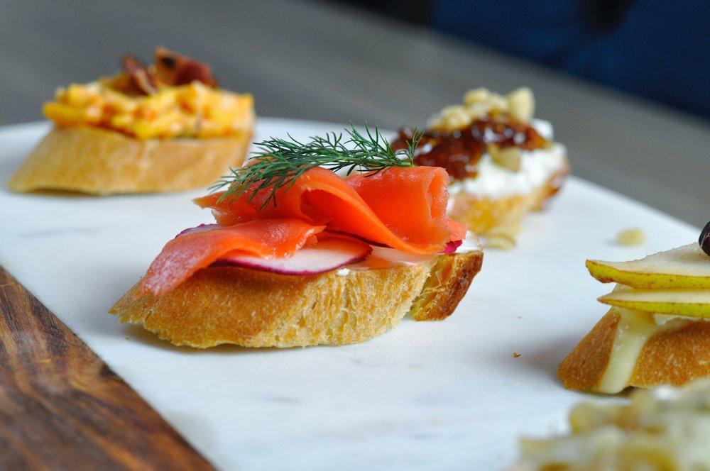 Crostini Appetizer: 5 Delicious Crostini Recipes | coupleinthekitchen.com