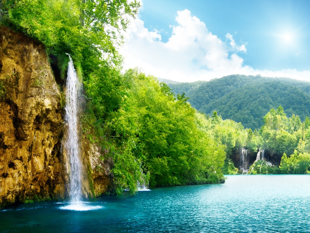 nature_waterfall_summer_lake_trees_90400_1600x1200.jpg