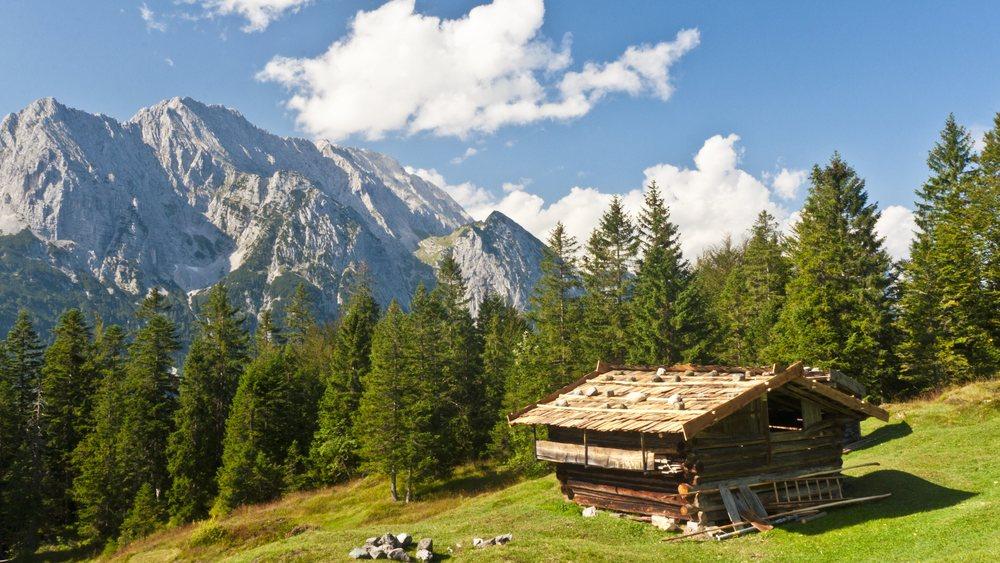 Shack in Bavarian Alps_Ultra HD.jpg