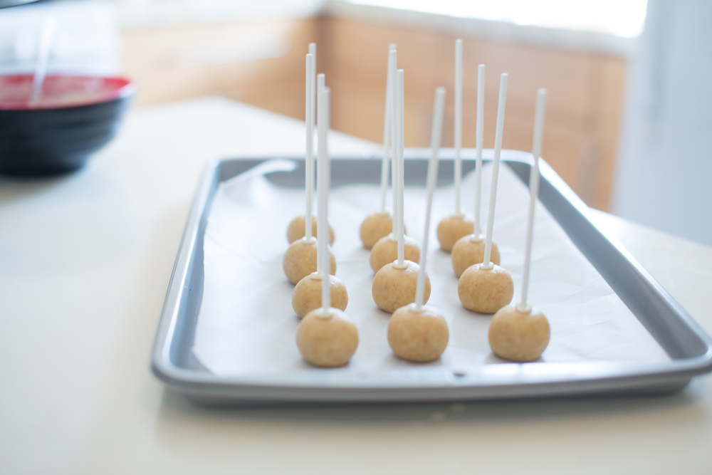 3. All 'popped'! Now stick back in the fridge to harden the chocolate. That way, it would not slip off.