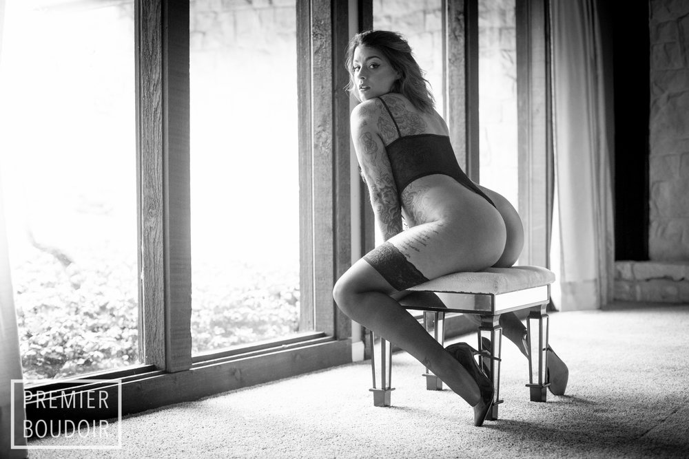 CLEVELAND + AKRON OHIO BOUDOIR TATTOO PHOTOGRAPHER