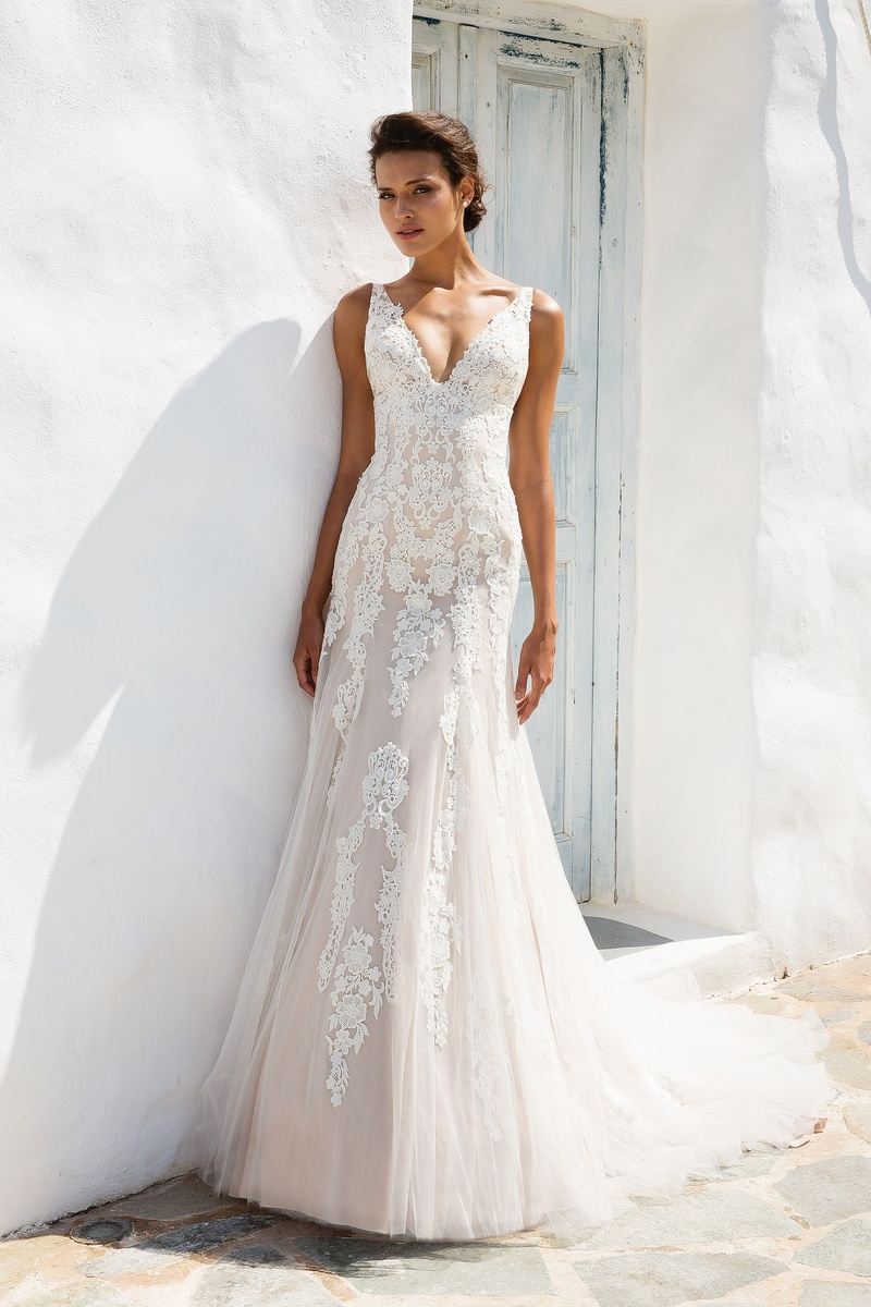 Justin alexander collection debut bridal extraordinaire kansas bridal extraordinaire will be the first to see these gorgeous gowns and we couldnt be more excited about it book your appointment if you want to be the ombrellifo Choice Image