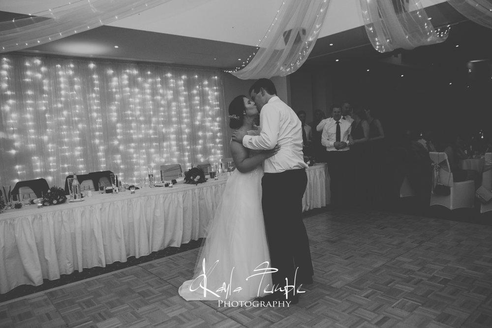 ADELAIDE_Wedding_Photographer-172.jpg