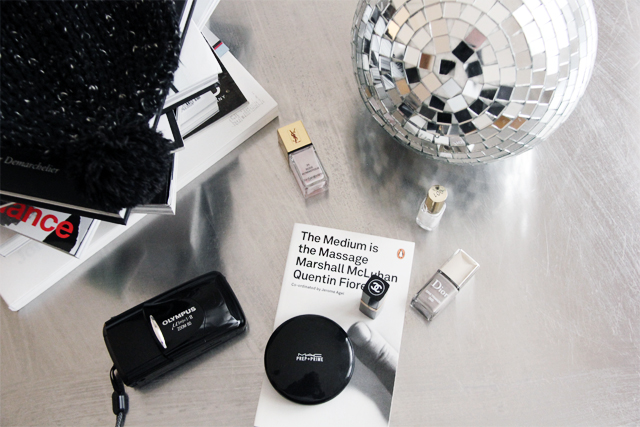 Camera 'Mju II Zoom' by Olympus, powder by MAC, nailpolish by Dior and Chanel.
