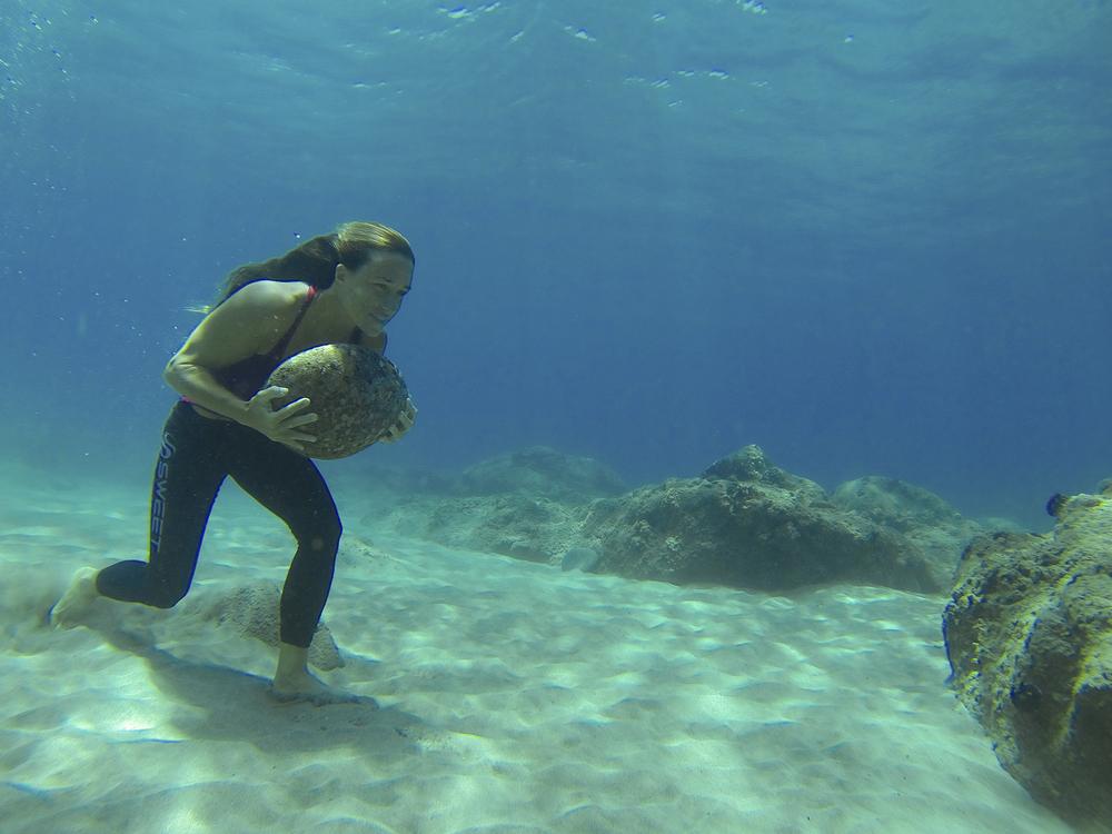 Moller_by_Fe_Garcia_underwater_training_x.jpg
