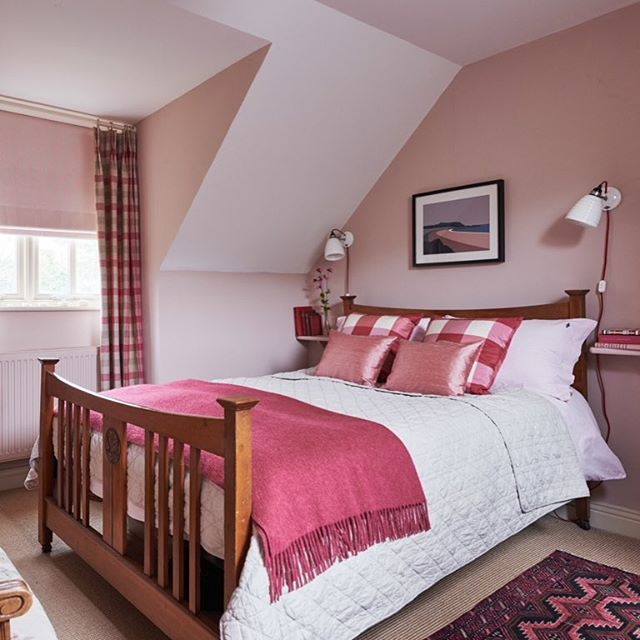Calm and relaxing guest bedroom. Walls in Farrow and Ball Setting Plaster, ceiling in Pointing. Arts and Crafts bed. Bedding in Oxford cotton from Lexington, blinds in fabric from Ian Mankin. #bedroomdecor #bedlinen #interiors #interiordesign #rug #pink #cushions #homedecor