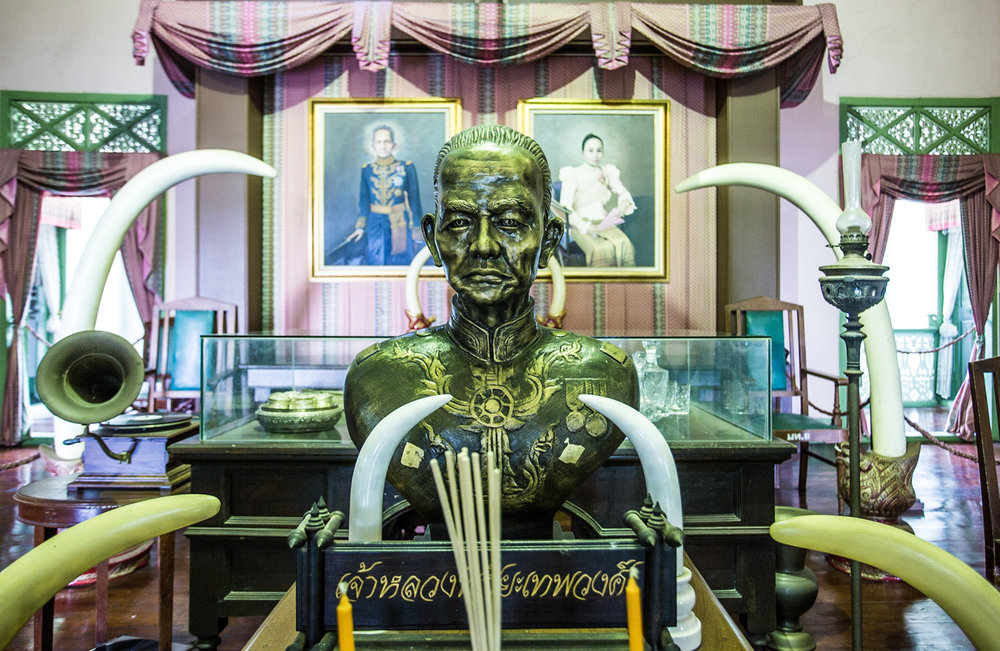 The official reception and office of the last Chao Luang  (Lord) of Phrae. The Chao Luang's mansion was built in 1982, during the zenith Phrae's teak trade. The Chao Luang is depicted in the bronze bust and the portrait in the background.