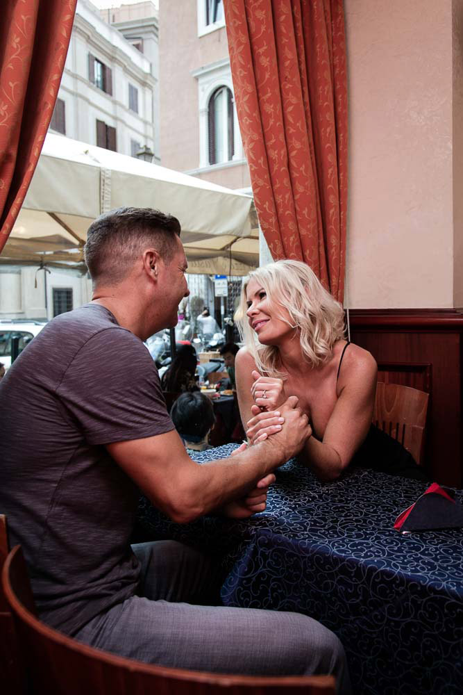 2-American-couple-engagement- shooting-in- Rome-annartstyle-news.jpg