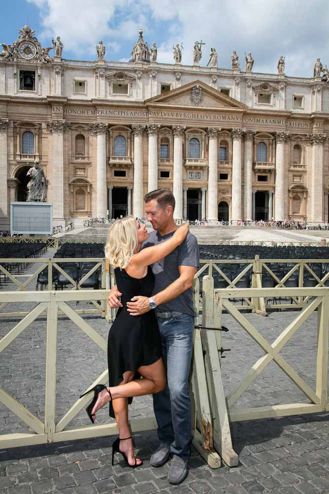 4-American-couple-engagement- shooting-in- Rome-annartstyle-news.jpg