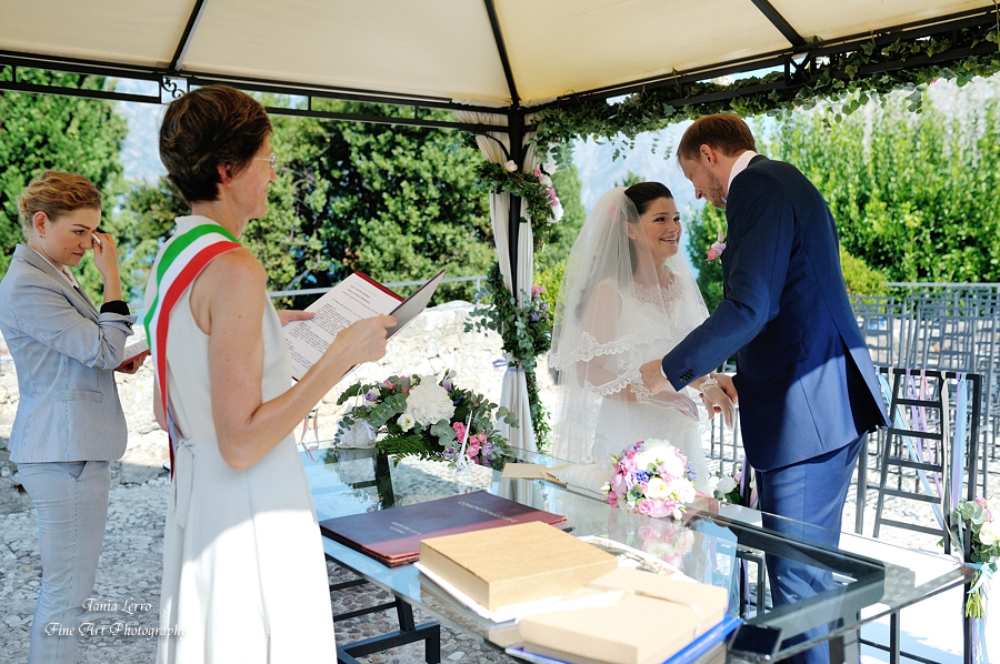 2-things-to-know-about-wedding-planners-and-destination-wedding-in-italy-Annartstyle-news..jpg
