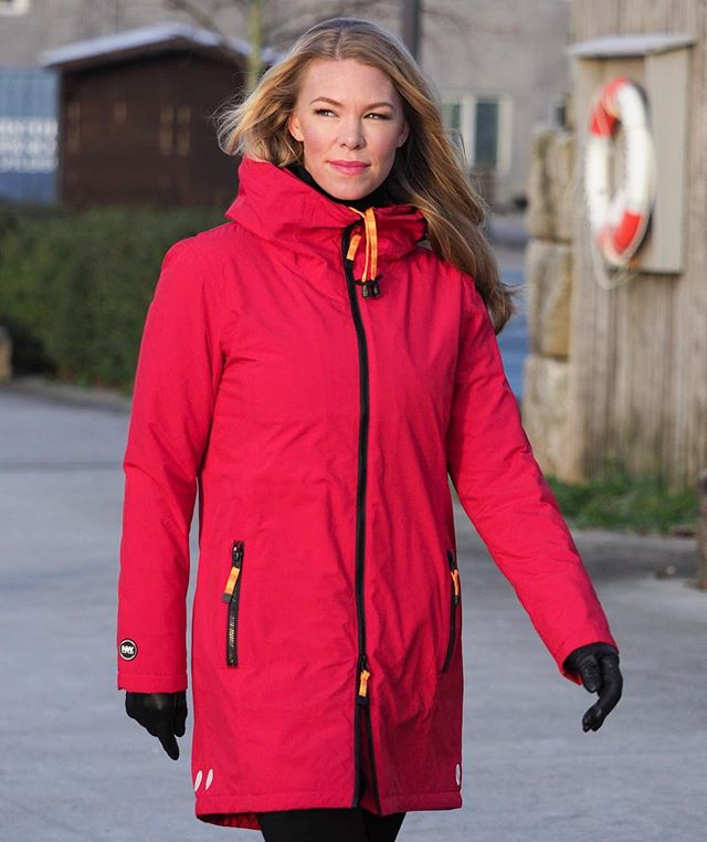 "Style 108-W. Breathable, warm, waterproof, and above all wearable. It comes in red, blue, black and orange.  Nordic Weather introduces its third urban outerwear collection for women. These clothes and accessories are designed and tested in Scandinavia for the best possible comfort and protection from the elements.  Nestled between beautiful fjords and mountains, and famous for its unpredictable weather, the historic Norwegian city of Bergen provides both inspiration and testing grounds for elegant clothes that are ready for anything. Nordic Weather combines contemporary Scandinavian design with the latest in high-tech, quality fabrics for a lightweight, urban approach to weather protection. ""We make clothes that can be worn anywhere, every day, whatever the weather. Elegant, feminine designs you can wear to work or for travel. New for the autumn-winter 2017 collection is a soft, twill-like fabric that's waterproof, hydrophobic and breathable. We have also introduced down-filled waterproof coats with Tibetan lamb fur hood trim. The fabrics are modern and high-tech for the best possible comfort, and all seams are sealed"", says Nordic Weather's Anne Gro Starefoss Greve.  Nordic Weather clothes are produced to exacting standards by carefully chosen manufacturers where working conditions and quality are frequently monitored. The garments are in compliance with Oeko-tex 100 and Reach Standards.  Nordic Weather will be distributed in Japan, Ireland, Denmark, Sweden and the USA for autumn/winter 2017, in addition to already established distribution in the UK, Australia, New Zealand, BeNeLux, Canada, Switzerland and a wide range of shops in Norway.  Model: @lindalike. Photo: @mortenhvaal. For further information and photographs, please contact Anne Gro Starefoss Greve, +47 901 42004, agsg@kolderup.no, www.nordicweather.no"