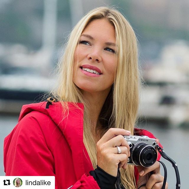 #Repost @lindalike ・・・ Be happy, not because everything is good, but because you can see the good in everything ❤️ Jacket from @nordic_weather Photo: @mortenhvaal @olympusnorge #lindalike #reminder #healthylifestyle