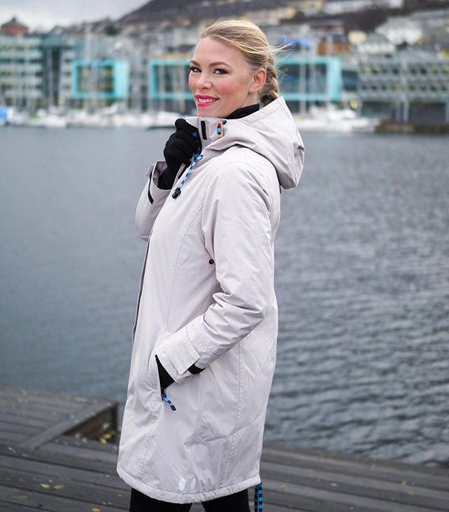 "Style 111-W in #beige. Breathable, waterproof, and above all wearable. It also comes in red,blue and black.  Nordic Weather introduces its third urban outerwear collection for women. These clothes and accessories are designed and tested in Scandinavia for the best possible comfort and protection from the elements.  Nestled between beautiful fjords and mountains, and famous for its unpredictable weather, the historic Norwegian city of Bergen provides both inspiration and testing grounds for elegant clothes that are ready for anything. Nordic Weather combines contemporary Scandinavian design with the latest in high-tech, quality fabrics for a lightweight, urban approach to weather protection. ""We make clothes that can be worn anywhere, every day, whatever the weather. Elegant, feminine designs you can wear to work or for travel. New for the autumn-winter 2017 collection is a soft, twill-like fabric that's waterproof, hydrophobic and breathable. We have also introduced down-filled waterproof coats with Tibetan lamb fur hood trim. The fabrics are modern and high-tech for the best possible comfort, and all seams are sealed"", says Nordic Weather's Anne Gro Starefoss Greve.  Nordic Weather clothes are produced to exacting standards by carefully chosen manufacturers where working conditions and quality are frequently monitored. The garments are in compliance with Oeko-tex 100 and Reach Standards.  Nordic Weather will be distributed in Japan, Ireland, Denmark, Sweden and the USA for autumn/winter 2017, in addition to already established distribution in the UK, Australia, New Zealand, BeNeLux, Canada, Switzerland and a wide range of shops in Norway.  Model: @lindalike. Photo: @mortenhvaal. For further information and photographs, please contact Anne Gro Starefoss Greve, +47 901 42004, agsg@kolderup.no, www.nordicweather.no #aw17 #fw17"