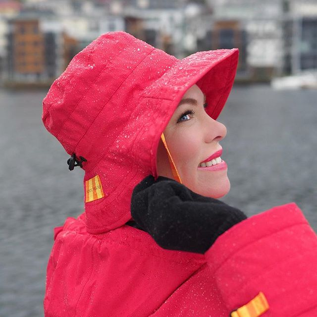 More hats; the Style 250 with the Style 133-W jacket, which is warm, waterproof and breathable. It comes in blue, black, beige and red.