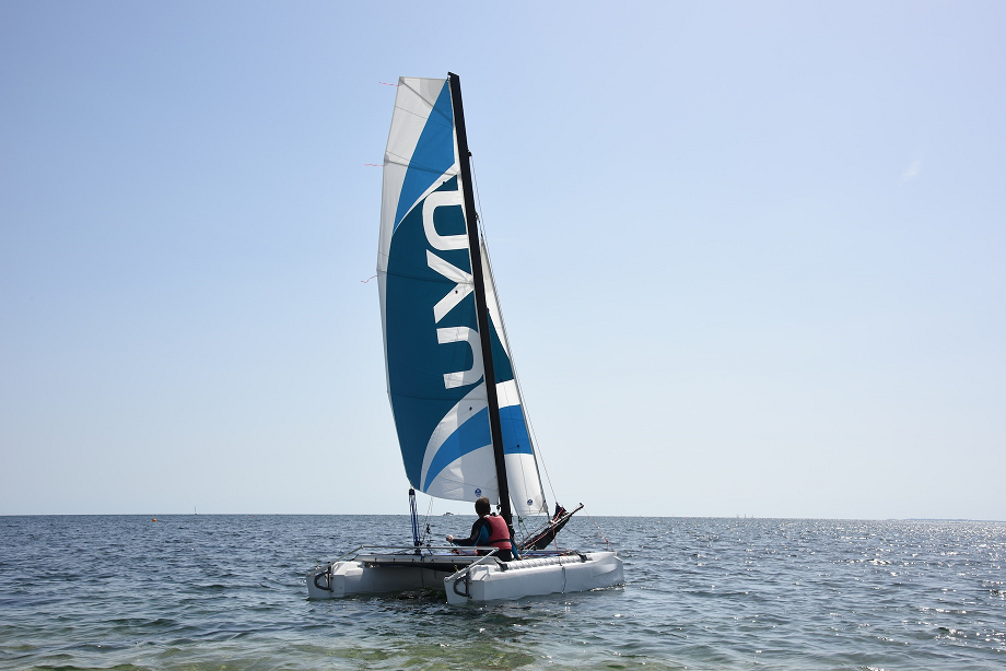 The catamaran pack : 6 990 euros  (instead of 7 490€) - A catamaran ready to useA personalized sticker for the hullsWarranty 2 ans