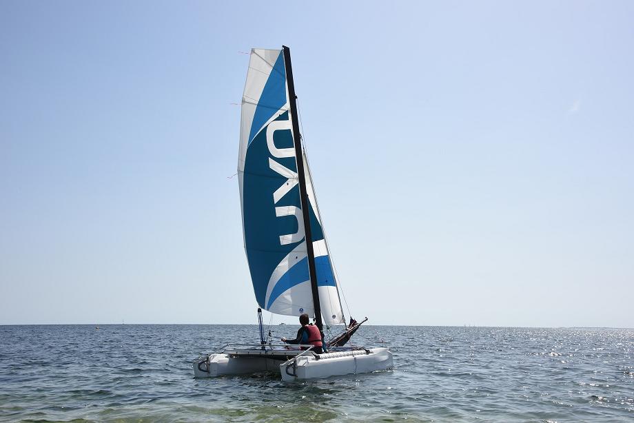 Le pack catamaran : 6 490 euros TTC - Un catamaran NAU prêt à naviguer½ journée de prise en main/formation offerte2 gilets de sauvetages offertsLivraison offerte dans les 15 jours en France métropolitaineGarantie 3 ans