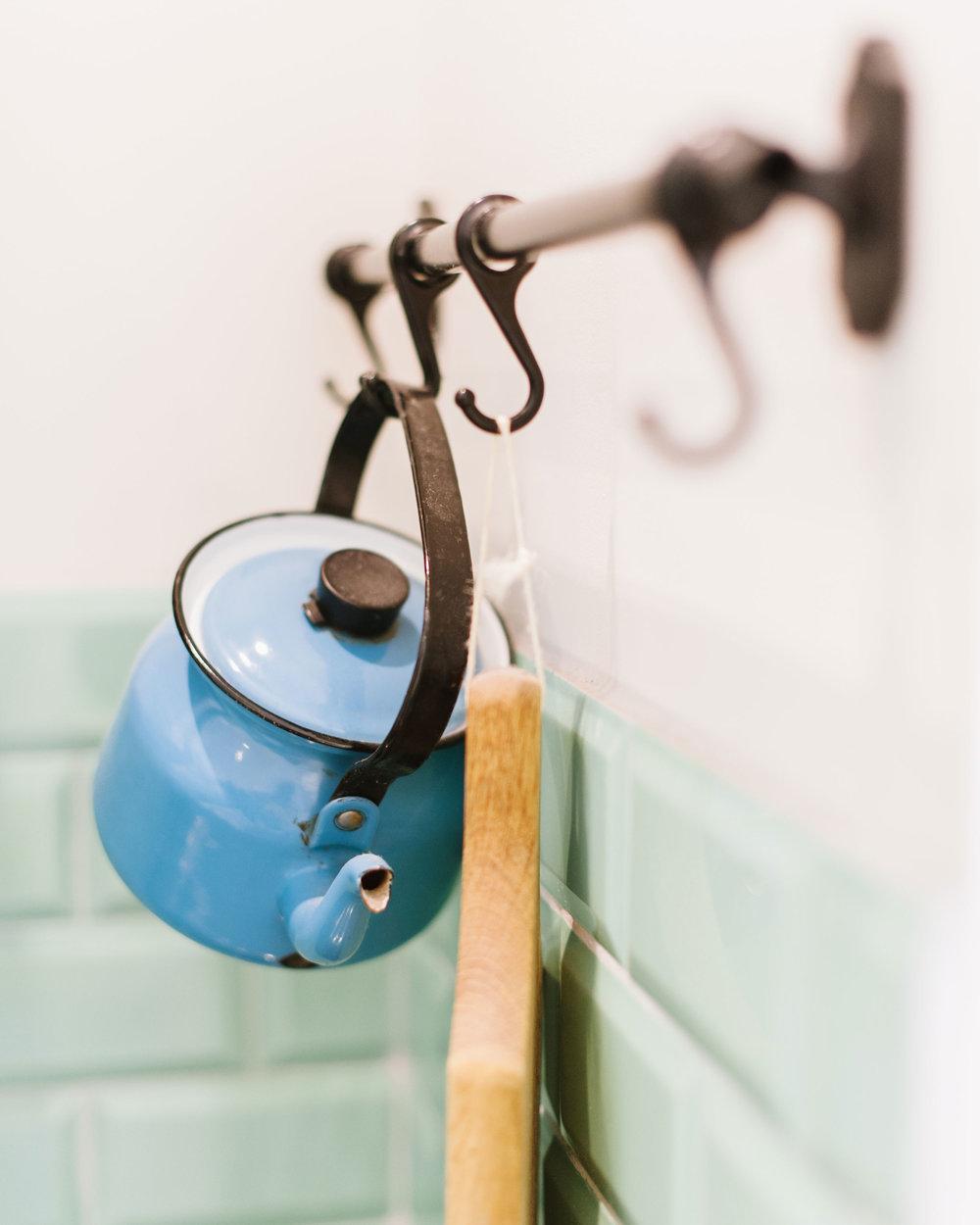 Old-enameled-teapot-hanging-in-kitchen.jpg