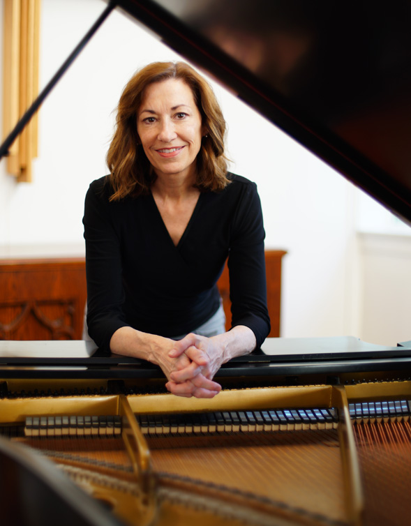 Lynn Swanson piano.jpg