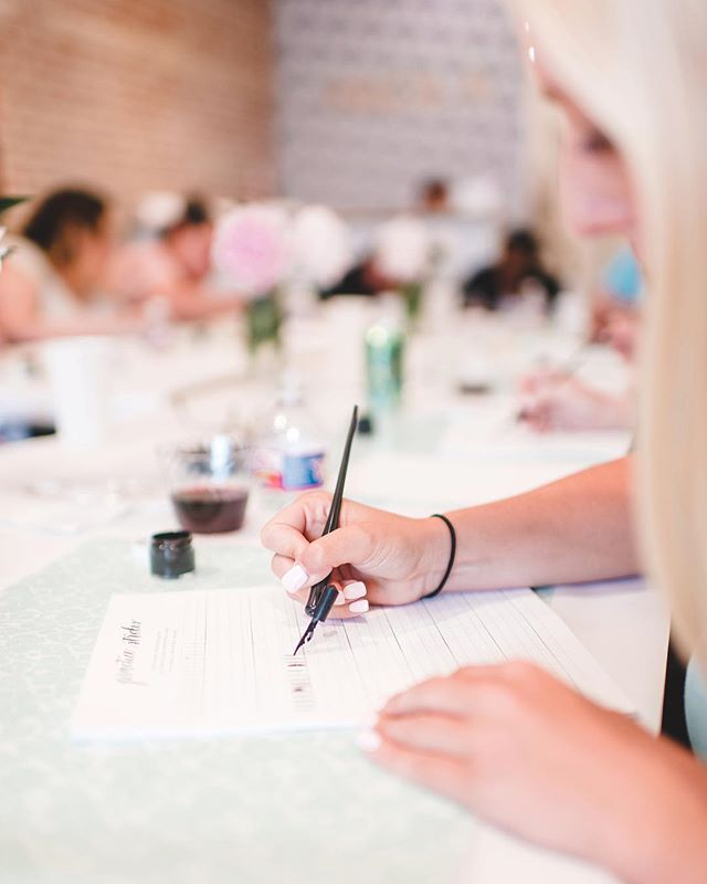 The lovely photos @lindsaydavenportphotos took at our beginner calligraphy workshop last week are up now on the Caddy Corner Designs Facebook page! 😍