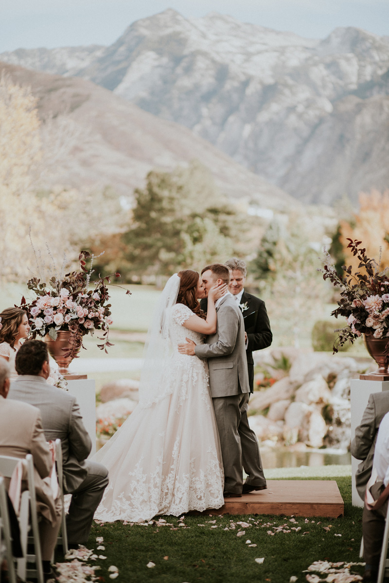 michelleleoevents.com | Utah Wedding Planner | Willow Creek Country Club Weddings | Michelle Leo Events | Jessica Jane Photography _ (40).jpg