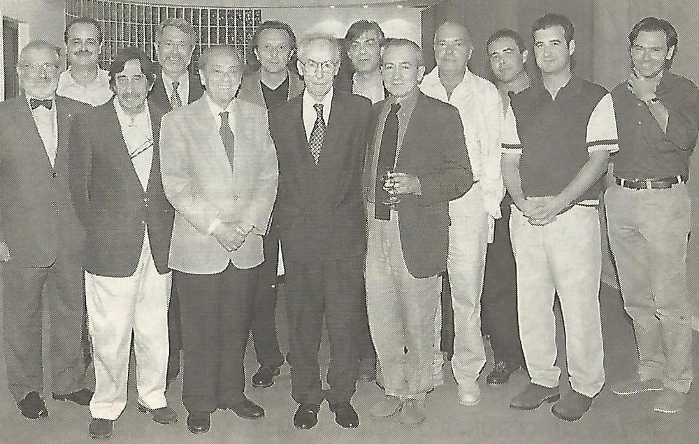Homenaje a Juanjo Estellés en Club Diario Levante (2001). Este en el centro, a su izquierda Manolo Portaceli, de blanco Emilio Giménez y Carlos Salazar a su lado.