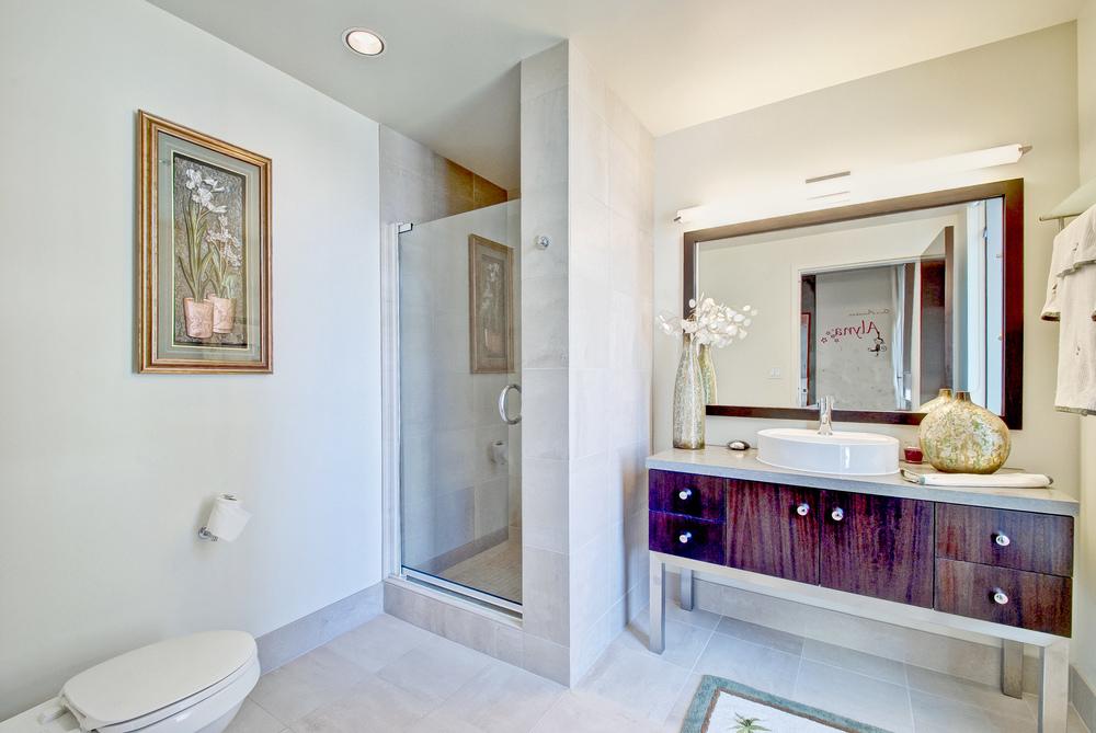 000-Bathroom-385473-large.jpg
