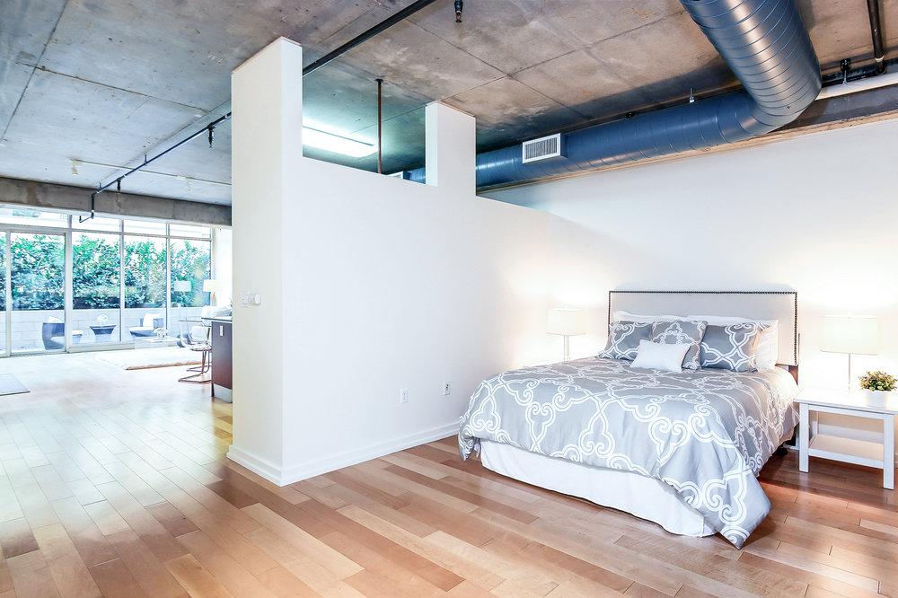 014-Master_Bedroom-5058112-large_x2500_2.jpg