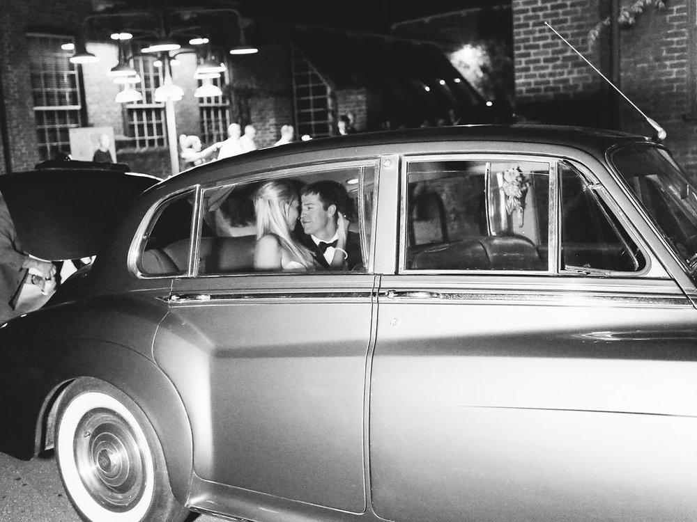 Wedding-Exit-Vintage-Car.jpg