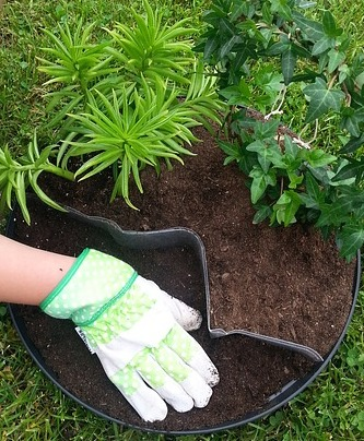 IMAGE via Pixabay /   You don't need much in the way of tools to get started, but you may want to get a pair of gardening gloves if you give even a single shit about your manicure because dirt is actually hard to wash off.