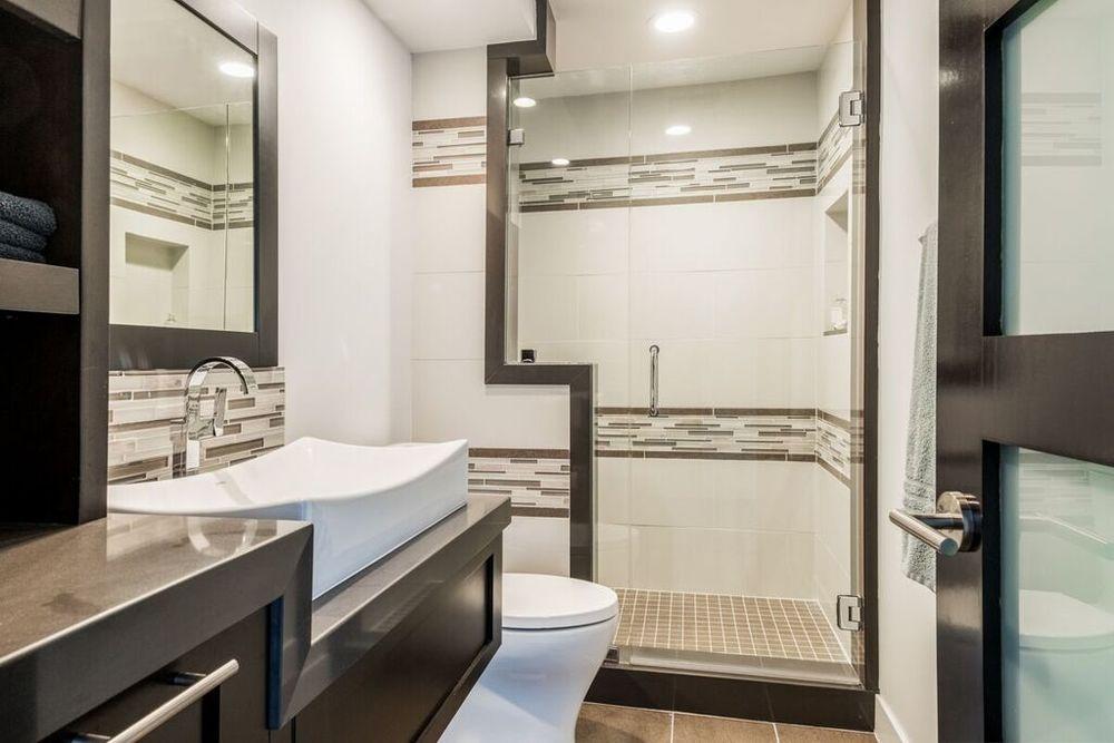 San Clemente guest bath.jpg