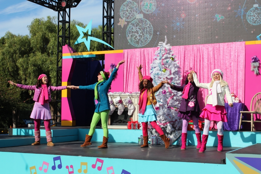 Lego Friends Holiday Show