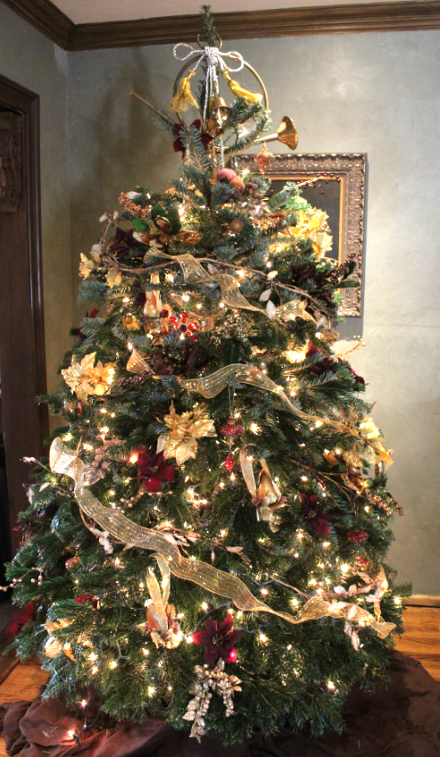 another service i would provide during the holidays was trimming their christmas trees here are my tips on getting that designer look for your christmas - When To Start Decorating For Christmas
