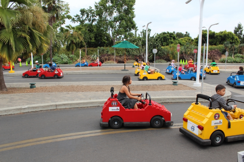 You don't have to be 16 to get your driver's license at the Driving School. Learn about signaling, turning, stopping and going. Earn an official LEGOLAND ®  driver license. Ages 6-13