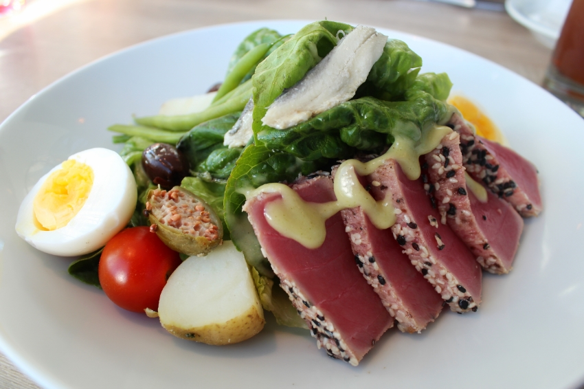 SESAME CRUSTED TUNA NICOISE
