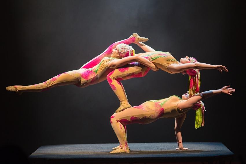 Circus Vargas iLUMINOUS