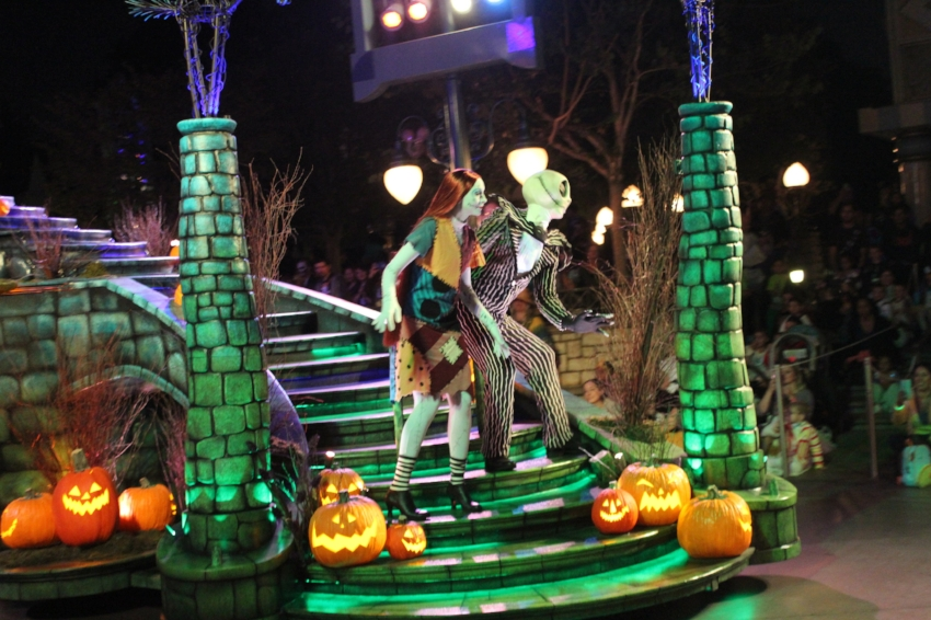Mickeys Halloween Party at Disneyland Resort. (c) Cleverly Catheryn